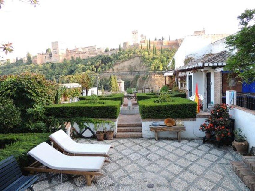 Apartamentos tur sticos alhambra in granada bookerclub - Apartamentos turisticos alhambra ...