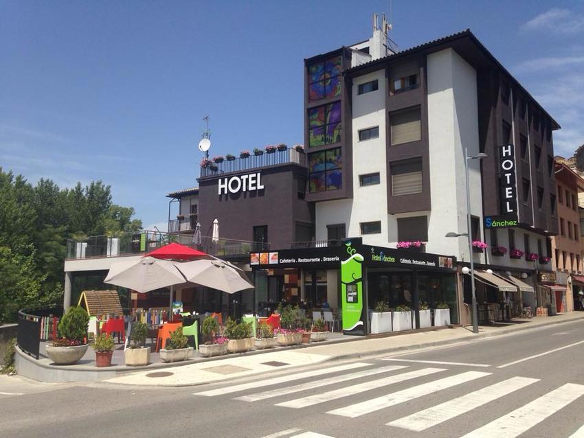 Hotel sanchez en ainsa bookerclub for Booker un hotel
