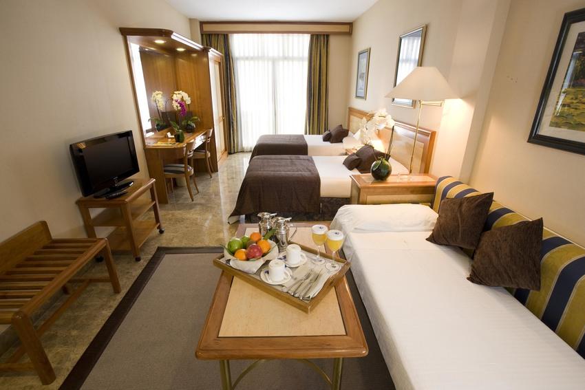 Hotel vp jardin de recoletos in madrid bookerclub for Jardin de recoletos hotel madrid