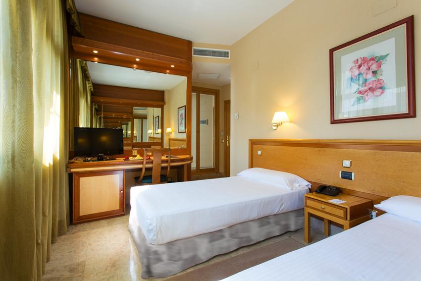 Hotel vp jard n de tres cantos en madrid bookerclub for Hotel jardin tres cantos