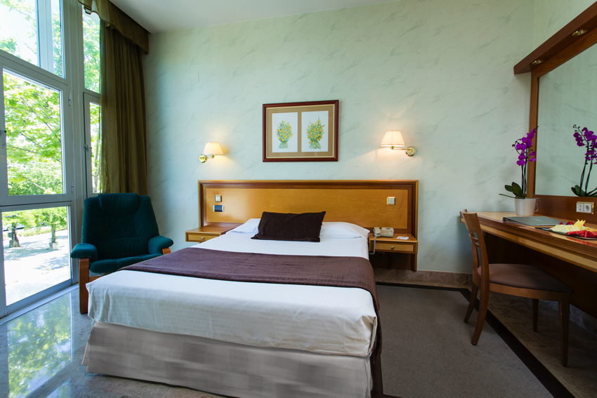 Hotel vp jard n de tres cantos in madrid bookerclub - Jardin de tres cantos ...